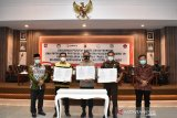 11 paslon bupati di Bangka Belitung sepakat patuhi prokes COVID-19