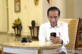 Presiden Jokowi berbincang dengan dokter paru-paru soal penanganan COVID-19