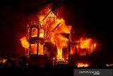 Kebakaran di California Amerika Serikat sebabkan tiga orang tewas, ribuan dievakuasi