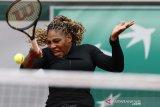 Serena atasi perlawanan rekan senegara di babak pertama French Open