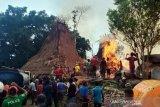 25 unit rumah adat di Sumba terbakar akibat tersambar petir