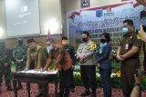 Pemkot-Bawaslu Mataram menandatangani MoU netralitas ASN dalam pilkada