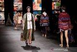 Peragaan busana internasional dari Dior disiarkan lewat TikTok