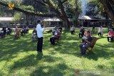 Jokowi bagikan modal kerja ke pedagang sayur hingga penjual siomay