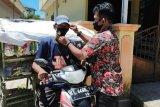 Tim pasangan IRAW bagi masker di Tarakan
