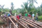 TMMD renovasi jembatan mudahkan petani angkut hasil panen