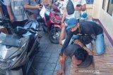 Sempat hendak kabur, Juru parkir di Cakranegara jadi pengedar sabu dibekuk polisi