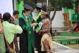 Universitas Amal Ilmiah pertama di pedalaman Papua mewisuda 199 orang