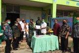 Payakumbuh kirimkan ratusan seragam sekolah ke Papua lewat program TNI mengajar