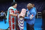 Demokrat Papua serahkan bantuan Gereja Baptis Wesaroma Wamena Rp500 juta