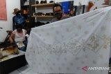 Pebatik difabel Jaksel ciptakan motif batik unsur virus Corona