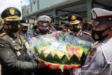 HUT Ke-75 TNI,  Korem 074/Warastratama dapat hadiah tumpeng dari Polresta Surakarta