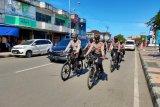 Polres Biak gelar patroli bersepeda imbau warga selalu pakai masker