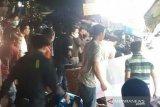 Mobil SUV tabrak sejumlah motor dan kios pedagang di Pasar Rebo Jaktim