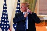 Copot masker di Gedung Putih, Donald Trump menuai kritik