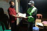 Warga Ciroyom jalani karantina wilayah, ojol Banyumas salurkan bantuan