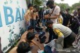 Polisi amankan puluhan pemuda saat aksi massa tolak RUU Cipta Kerja di Palembang
