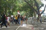 Aksi mahasiswa gabungan tolak UU Cipta Kerja di Medan berakhir ricuh