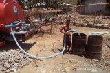 BPBD Rote Ndao salurkan air bersih untuk  desa yang alami kekeringan
