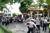 Aksi unjuk rasa menolak omnibus law di DPRD DIY ricuh
