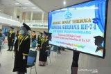 Wisuda dengan protokol kesehatan di Palembang
