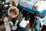 Semen Gresik terjunkan 100 truk tangki air bantu warga Rembang terdampak kekeringan