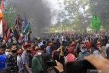 Aksi  unjuk rasa di Kupang langgar protokol kesehatan