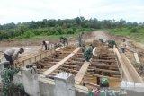 Satgas TMMD Kodim 0907/Tarakan mulai pasang kerangka cor jembatan