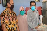Pemkab Lutim berikan bantuan sembako bagi warga terdampak COVID-19