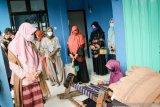 Dekranasda NTB mengajak perajin tetap produktif saat pandemi