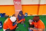 BTPN Syariah melatih wanita buat masker di Mataram