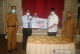 Bank Nagari cabang Solok serahkan bantuan CSR Rp100 Juta ke Pemkab Solok