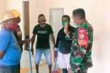 TNI bantu bersihkan wisma atlet gedung isolasi pasien COVID-19 di Mimika