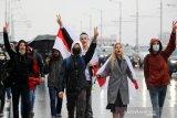 Ribuan massa demo di Belarus meski ada ancaman senjata