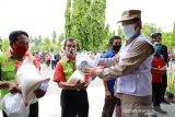 Wali Kota Manado Bantu Pekerja Harian Bandara Sam Ratulangi