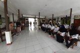 Pjs Bupati Keerom sidak pelayanan publik di distrik terpencil