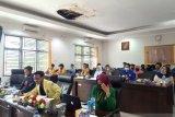 Tolak UU cipta kerja, aliansi mahasiswa Solok datangi kantor DPRD Kota Solok