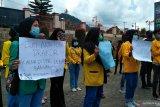 Aliansi mahasiswa Solok Selatan demonstrasi ke DPRD tolak UU cipta kerja