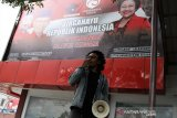 MAHASISWA MEMINTA PDI PERJUANGAN DAN GOLKAR TOLAK UU CIPTA KERJA