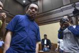 Presiden Joko Widodo berhentikan Irwandi Yusuf dari jabatan Gubernur Aceh