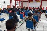 Anggota DPR RI gelar pertemuan dengan masyarakat Ilaga bahas telekomunikasi