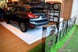Suasana BMW Luxury Store di Mal Grand City, Surabaya, Jawa Timur, Jumat (16/10/2020). BMW Luxury Store tersebut merupakan yang pertama di Jawa TImur yang diharapkan dapat memberi kemudahan dan mendekatkan diri ke pelanggan khususnya di wilayah Jawa Timur. Antara Jatim/Zabur Karuru