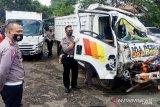 Lima tewas, rem truk blong hajar tiga motor dan satu minibus