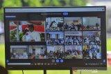 Tampilan layar siaran langsung upacara HUT ke-19 Kota Tasikmalaya yang digelar secara daring di Halaman Bale Kota Tasikmalaya, Jawa Barat, Sabtu (17/10/2020). HUT ke -19 Kota Tasikmalaya yang jatuh pada 17 Oktober diperingati dengan tema Bersama Mencinta Kota Tasikmalaya. ANTARA JABAR/Adeng Bustomi/agr