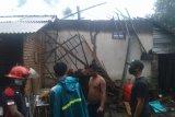 Tersambar petir, rumah di Desa Jelantik Lombok Tengah terbakar