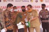 OJK  bantu wifi dan smartphone untuk pelajar korban bencana Sulteng
