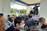 Dugaan cabul oleh oknum kepsek, alumni SMA demo Diknasbud