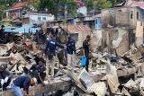 Labfor Polda Papua lakukan olah TKP kasus kebakaran di Dok IX Jayapura