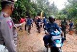 Antisipasi longsor, BPBD Lampung perkuat tebing dengan rumput vetiver