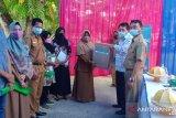 BKKBN Sultra serahkan sarana kerja penyuluh dan DPPKB Konawe